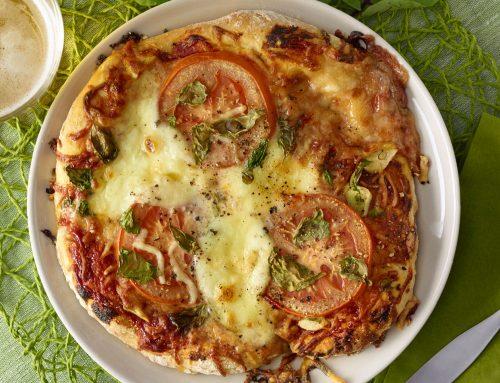 Tomaatti-mozzarellapizza