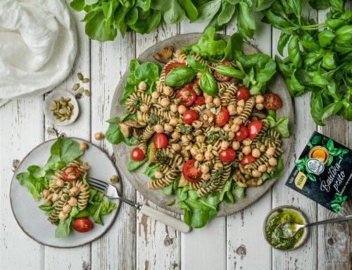 Vegaaninen pestosalaatti